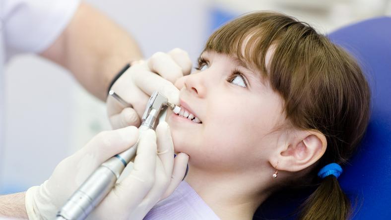 Gabinety stomatologiczne wracają do wrocławskich szkół