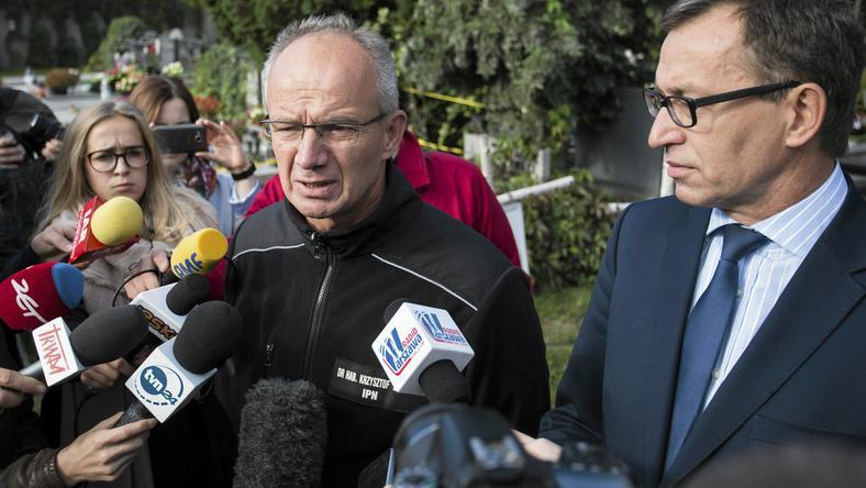 Wiceprezes IPN prof. Krzysztof Szwagrzyk (po lewej)