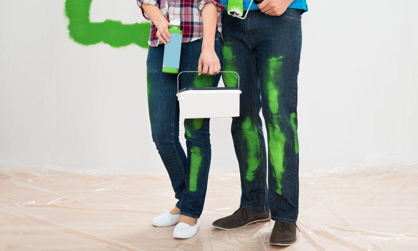 Malując ściany warto wybrać odpowiednie kolory