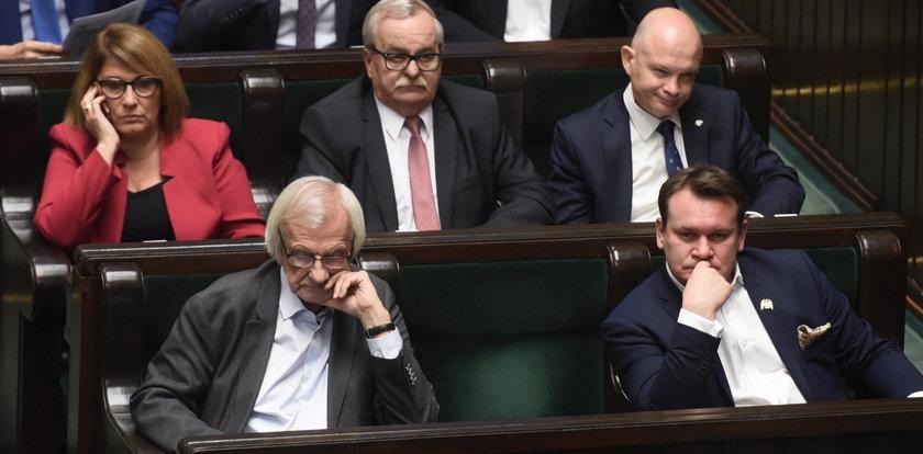 Jarosław Kaczyński do Sejmu nie przychodzi, a pensję dostaje