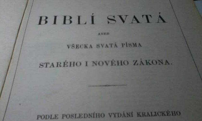 XVIII-wieczną biblię znaleziono na śmietniku w Bełchatowie.