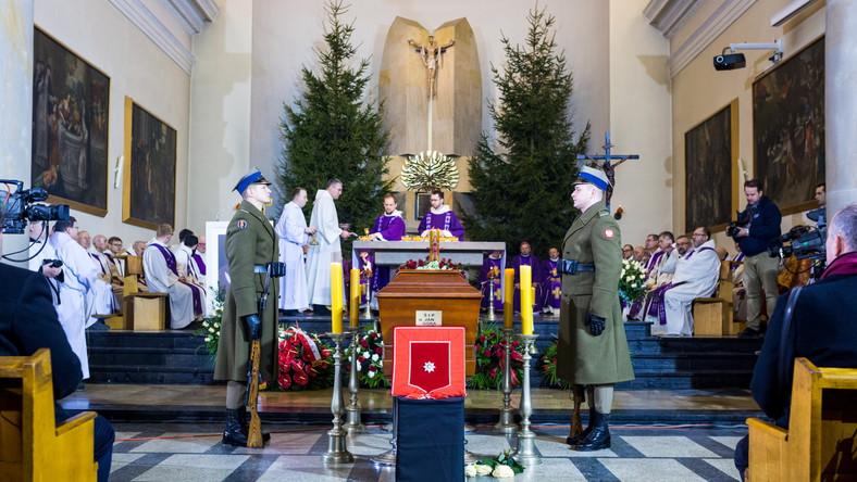 Ceremonia pogrzebu zmarłego ojca Jana Góry w poznańskim kościele oo. domikanów