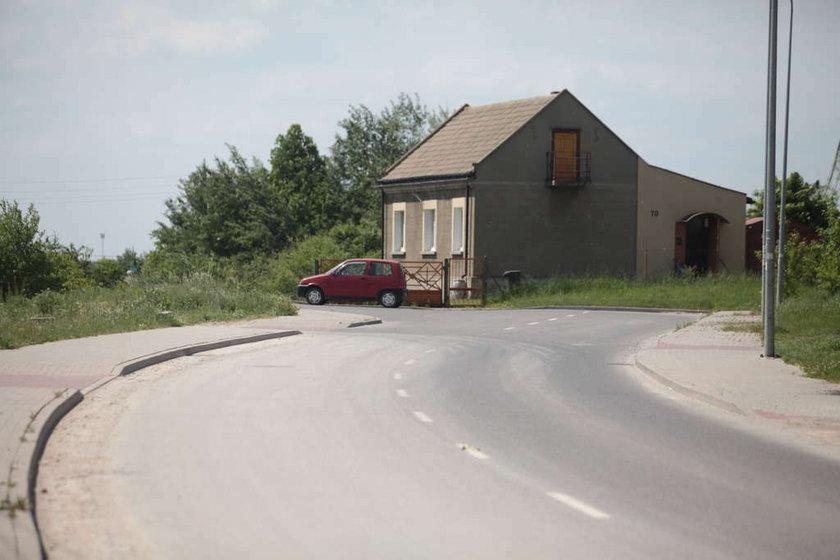 Kielce dom na środku ulicy Skrajnej