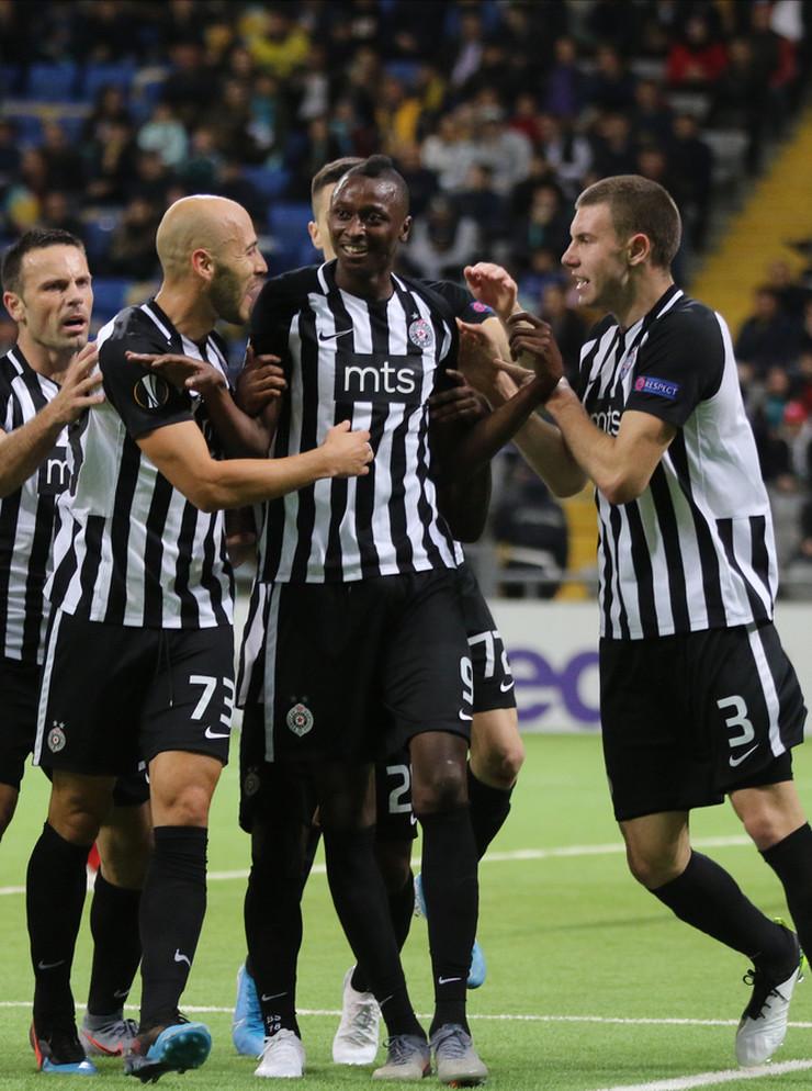 Fudbaleri Partizana nakon pogotka Umara Sadika