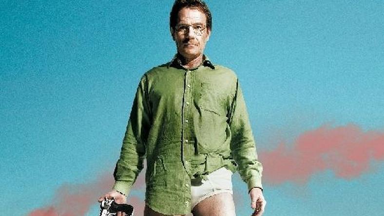 """""""Breaking Bad"""" zdobył aż sześć nagród Emmy! Z tego aż trzy telewizyjne Oscary (w latach: 2008 – 2010) otrzymał odtwórca roli pierwszoplanowej, Bryan Cranston w kategorii: Najlepszy aktor w serialu dramatycznym. Wciela się w postać sfrustrowanego nauczyciela chemii, który, gdy dowiaduje się, że ma złośliwego raka, zmienia swoje życie. Ze zwykłego obywatela staje się kryminalistą, aby zabezpieczyć przyszłość swojej rodziny. """"Breaking Bad"""" doskonale łączy odległe gatunki - serial sensacyjny z obyczajowym. To produkcja kontrowersyjna, obfitująca w niesamowite zwroty akcji ze sporą dawką czarnego humoru. Premiera pierwszego odcinka serialu """"Breaking Bad"""" już 29 kwietnia na antenie Telewizji POLSAT."""