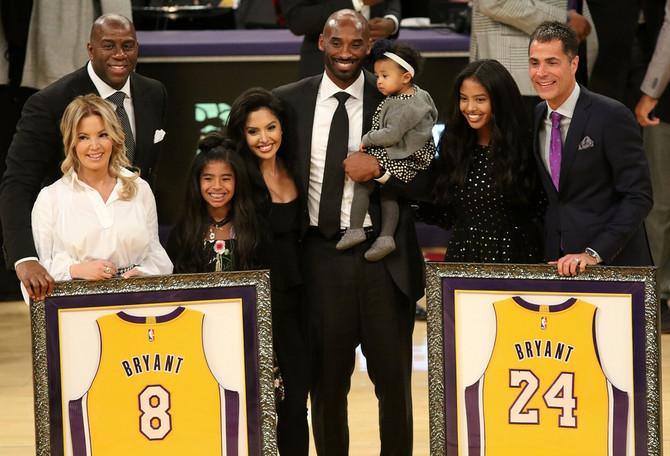 Sa porodicom na zvaničnom oproštaju od košarke