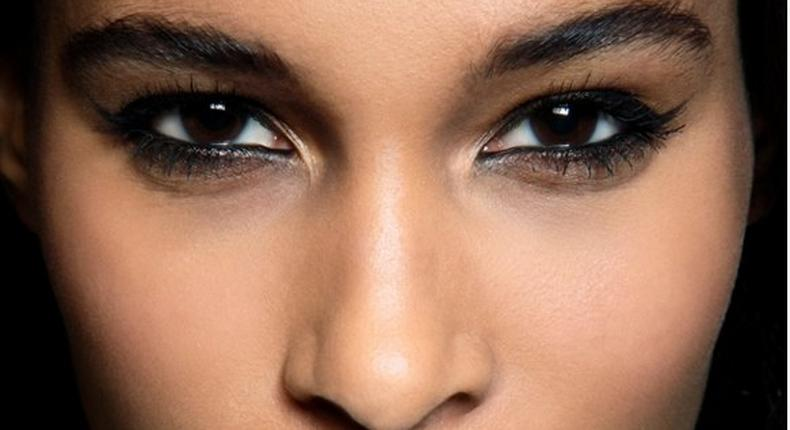 Though eyeliner definitely creates the best cat-eyes, it can be slightly difficult to handle if you're a beginner.