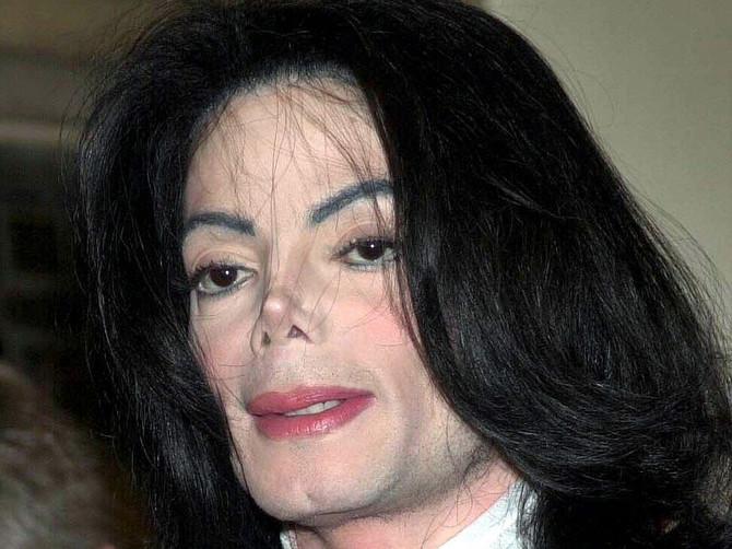 10 godina nakon smrti Majkla Džeksona DETEKTIVI OTKRIVAJU: Ušli su u sobu u kojoj je pevač preminuo i PRONAŠLI SU OVO - SABLASNO JE