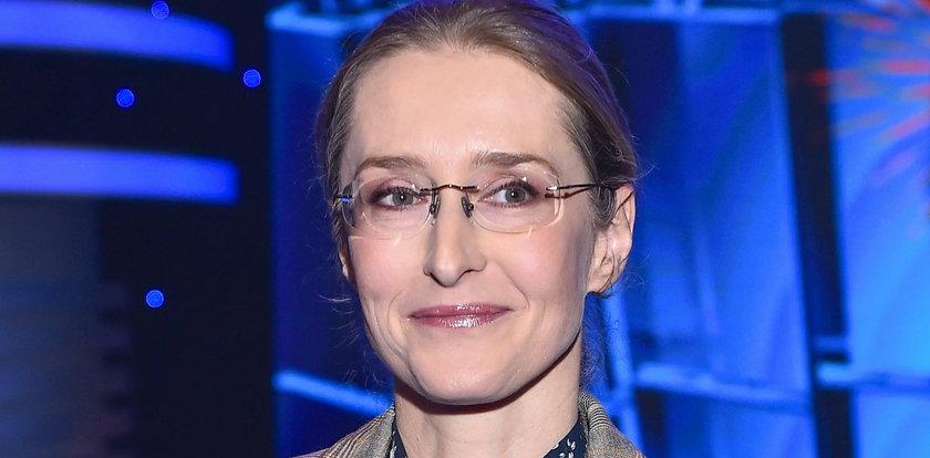 """Zapomniana gwiazda """"Złotopolskich"""" wróciła do telewizji. Jak dziś wygląda?"""