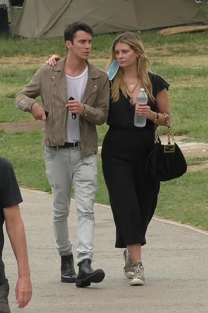 Miša Barton sa dečkom