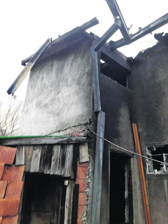 Kuća u Učiteljskom naselju na Zvezdari potpuno je izgorela