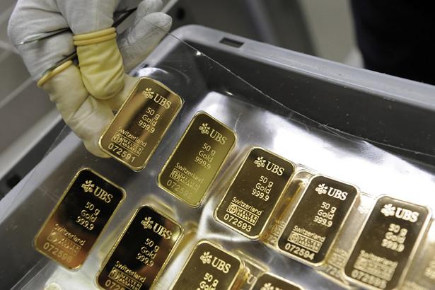 Sprzedaż złota fizycznego – sztabek, biżuterii, monet – jest regulowana tymi samymi przepisami, co np. umowa zbycia samochodu.