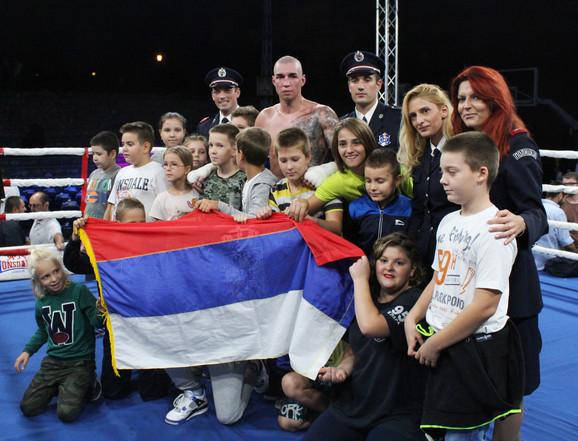 Šampion Nikolić sa decom
