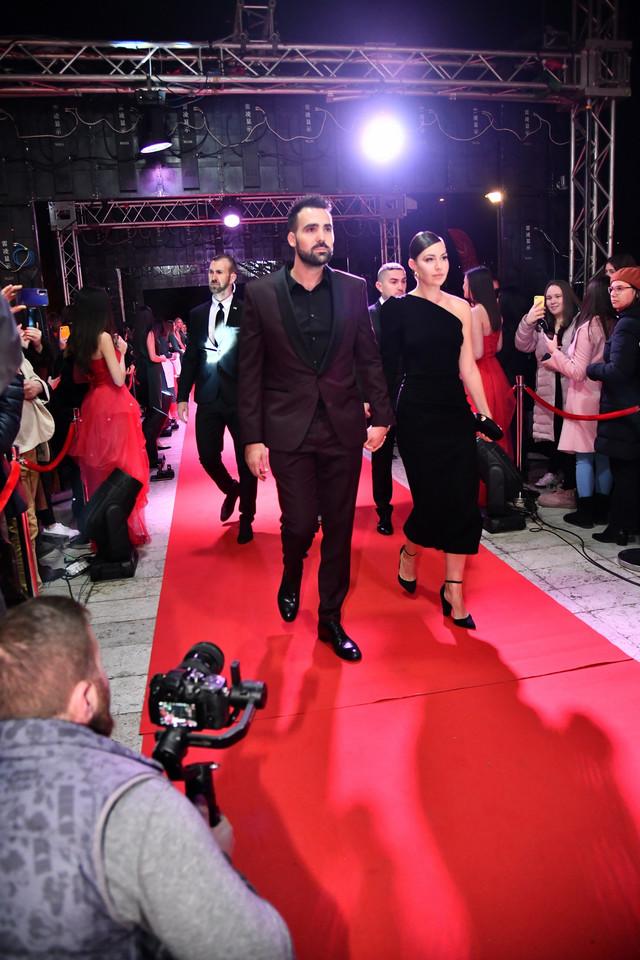 """Miodrag Radonjić i devojka Milica na premijeri filma """"Hotel Beograd"""""""