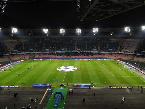 Stadion u Napulju pred duel Napolija i Zvezde