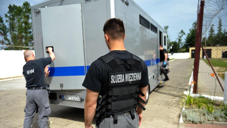 Funkcjonariusze Służby Więziennej
