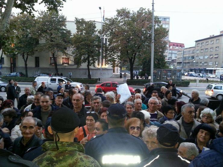 niš Nisu svi građani mogli da uđu u Dom vojske i pričaju sa Vučićem foto V. Torović