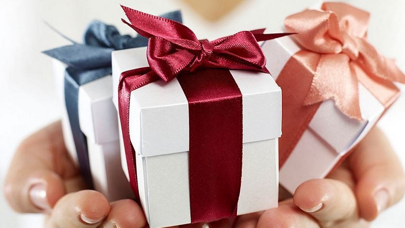 TO GIFT YOUR EX OR NOT?
