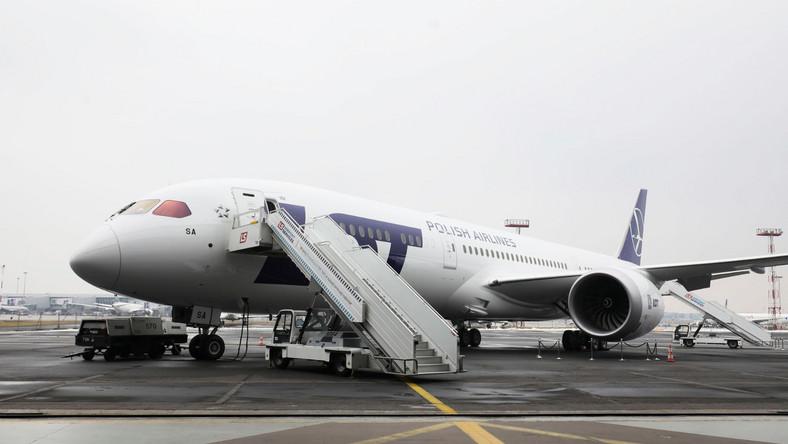 """Najnowszy dreamliner LOT-u przyleciał w piątek na warszawskie Lotnisko Chopina prosto z fabryki Boeinga w Everett w Stanach Zjednoczonych. """""""