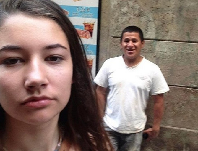 Ova devojka je rešila da uzvrati udarac muškarcima koji joj dobacuju na ulici