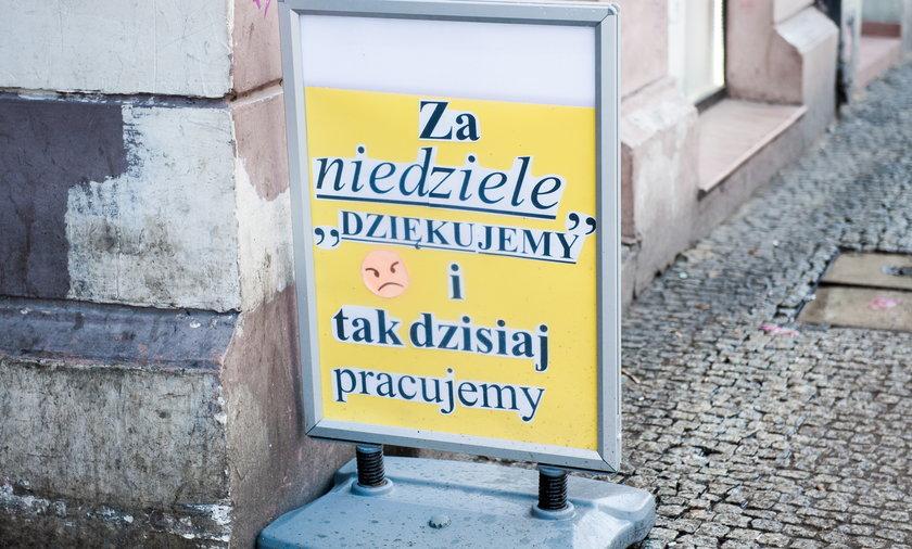 Zaostrzenie zakazu handlu w niedziele. Poseł Janusz Śniadek mówi o konieczności.