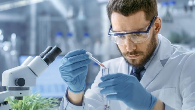 Praca w laboratorium