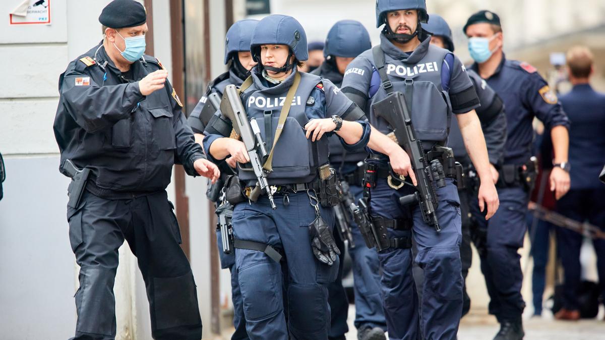 Fejlemények a bécsi terrortámadás ügyében: újabb gyanúsítottakat tartóztattak le