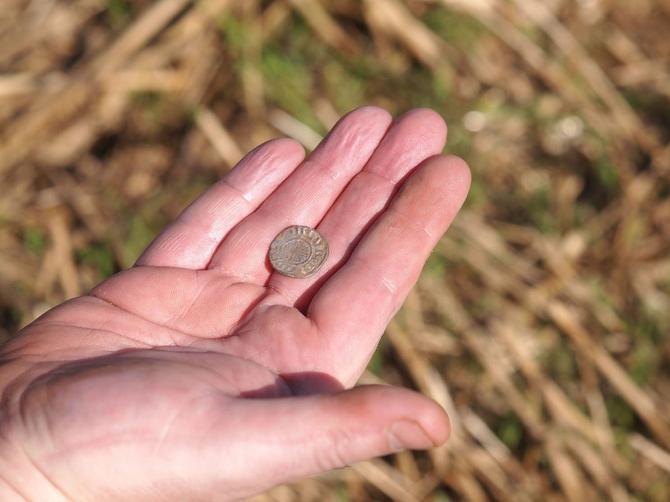 Da li znate šta ZAISTA znači kada nađete novčić na ulici? Dobro pogledajte da li ima OVU CIFRU - ako je ima, DOBRO GA ČUVAJTE