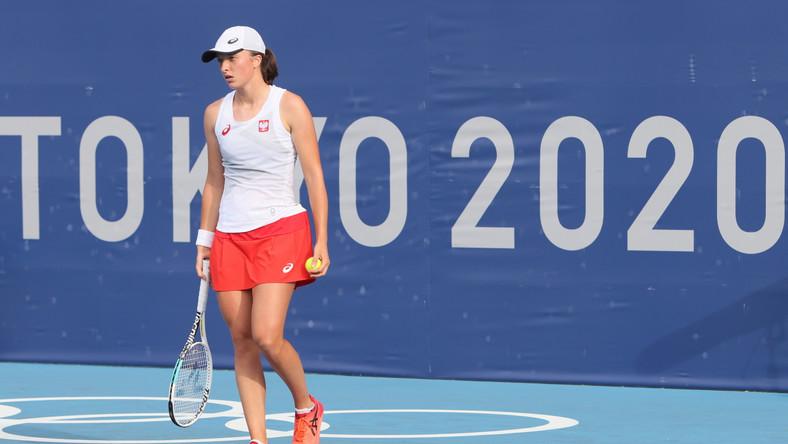 Iga Świątek podczas meczu 2. rundy turnieju tenisistek z Hiszpanką Paulą Badosą