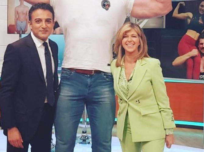 Sećate li se lika koji ima 190 kg, a njegova devojka 50? E, pa NJEGOV DRUG JE JOŠ VEĆI, a njegova devojka JOŠ MANJA