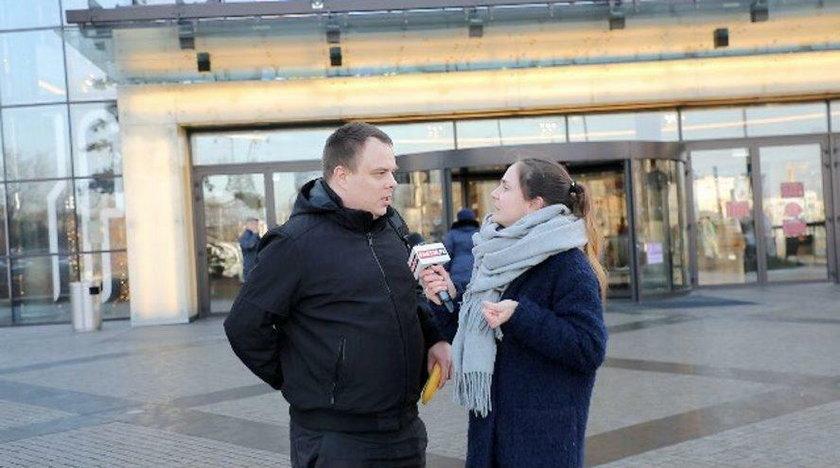 Czy Polacy przyjmują księdza po kolędzie? Ile pieniędzy dają?