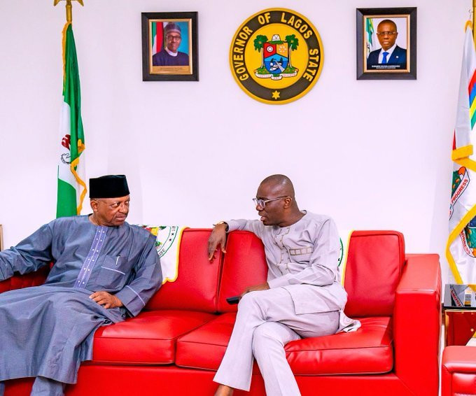 Lagos Gov Sanwo-Olu receives Health Minister Ehanire in his office on coronavirus containment and harmonisation plans (Twitter: @Jidesanwoolu)