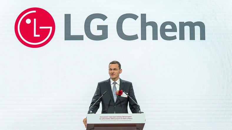 Wicepremier, minister finansów i rozwoju Mateusz Morawiecki podczas uroczystości rozpoczęcia budowy fabryki baterii do samochodów elektrycznych LG Chem Energy w Biskupicach Podgórnych pod Wrocławiem