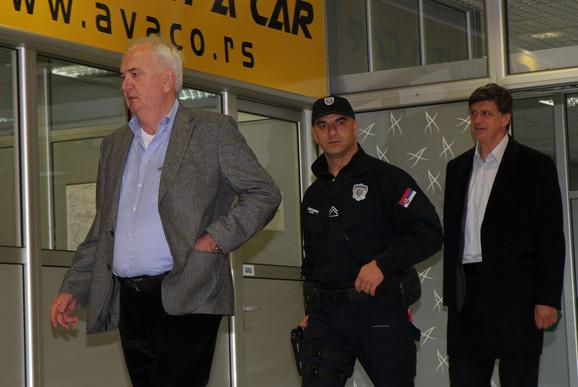 Predsednik Olimpijskog komiteta Srbije Božidar Maljković i Žarko Zečević na dočeku odbojkašica na beogradskom aerodromu