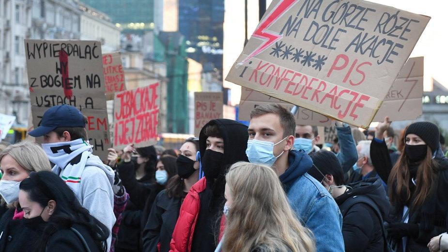 Strajk kobiet: Protesty ws. aborcji na Mapach Google. Terminy i lokalizacje