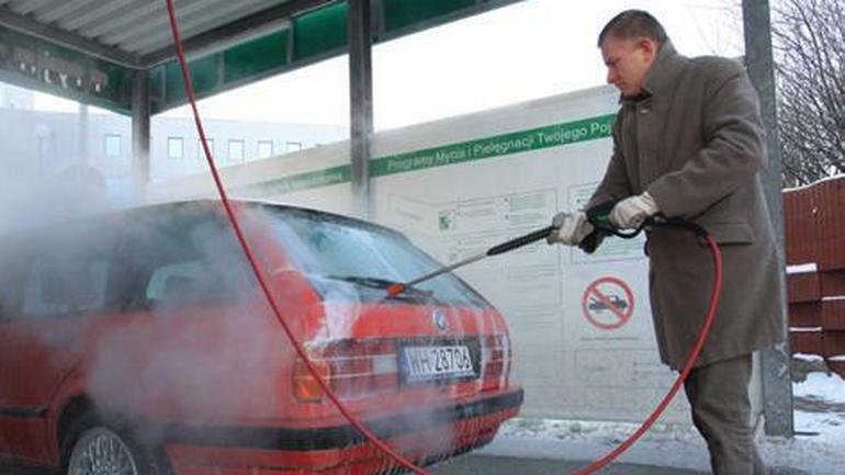 Czym myć auto zimą?
