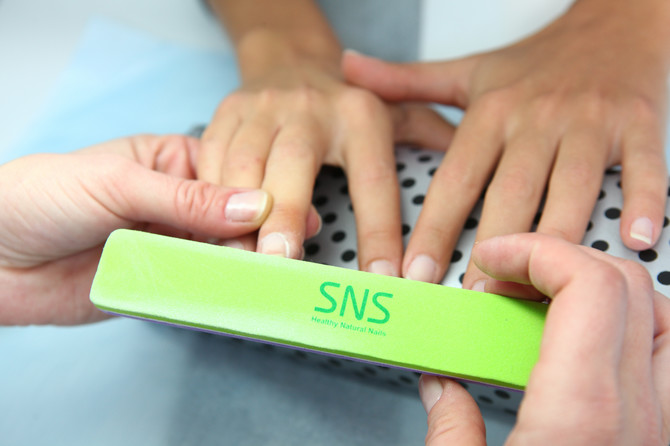 Pre tretmana nokatna ploča treba da je čista i matirana