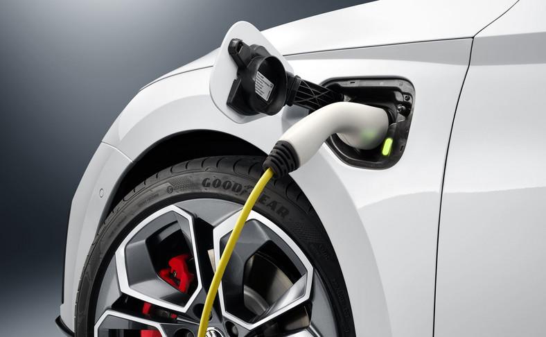 Skoda Octavia RS iV - szybka i mocna hybryda ładowana z gniazdka