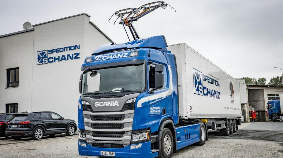 Scania R450 Hybrid z pantografem. Fot. Scania