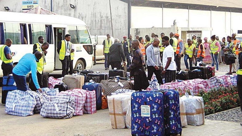 Nigerians in South Africa during the evacuation operation. (Daily Post)