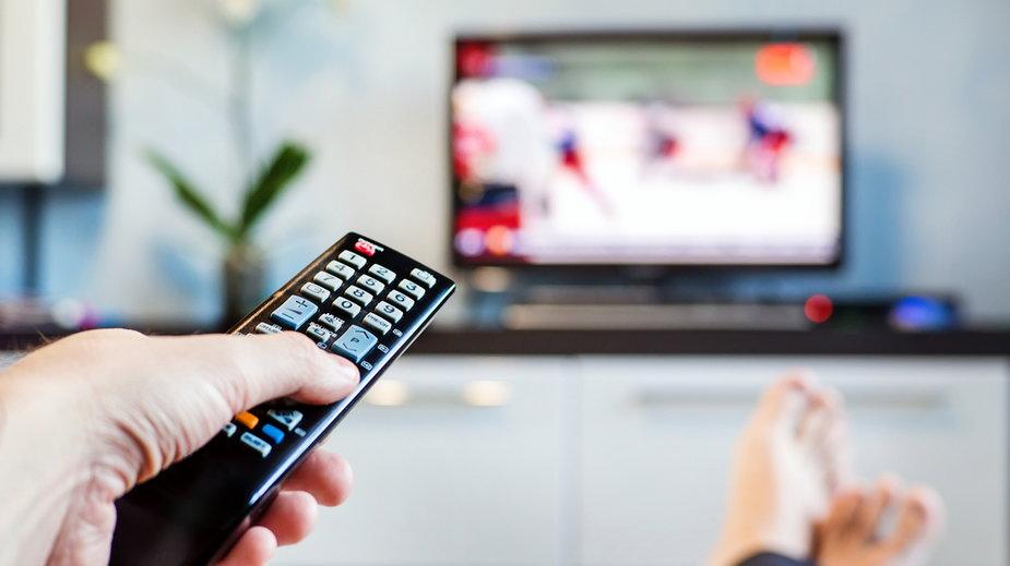 Telewizor za 10 tys. zł dwa razy się zepsuł. Według serwisu oglądano na nim za dużo TVP Info