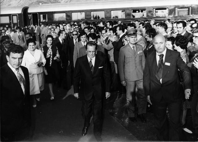 Najveće kredite Jugoslavija je uzimala u poslednjim godinama Titovog života i nakon njegove smrti u periodu posle 1980.
