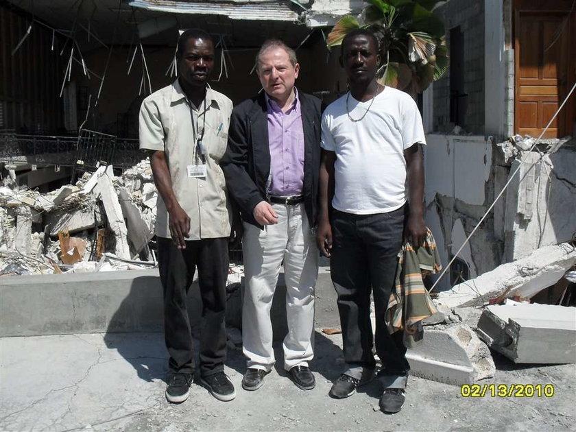 Poseł Iwiński - tak pomagał na Haiti