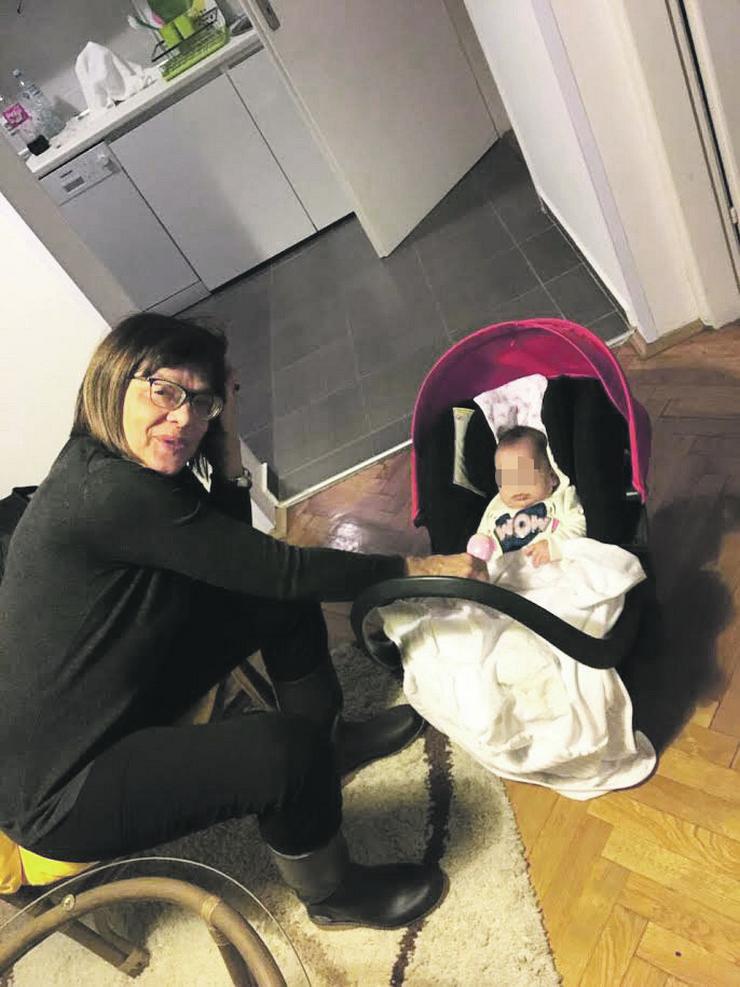 Maja Gojković s unukom Nađom