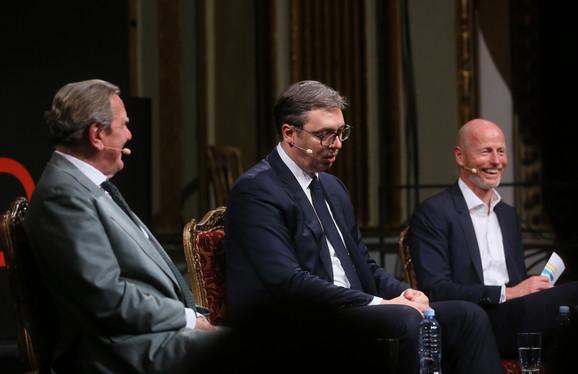 Mark Valder je moderirao diskusiju Gerharda Šredera i Aleksandra Vučića