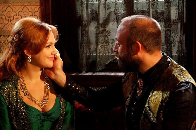 Merjem Uzerli kao sultanija Hurem i Halit Ergenc kao Sulejman Veličanstveni
