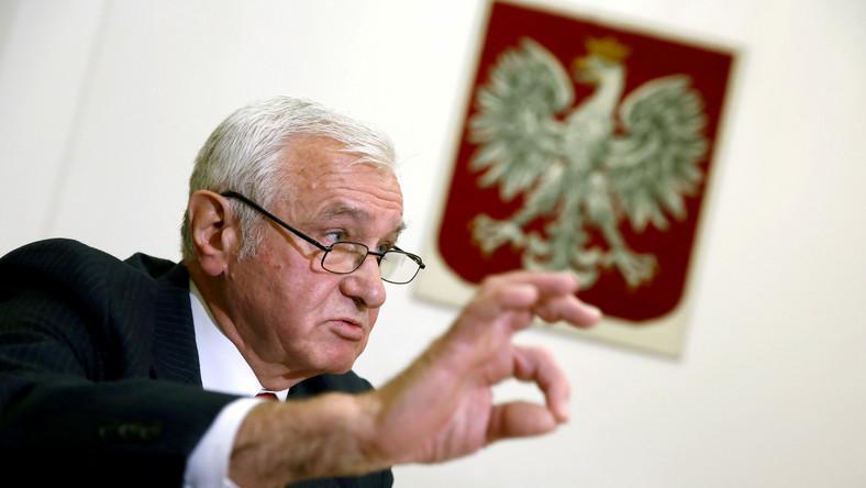 Wiceprzewodniczący PKW Stanisław Kosmal podczas konferencji prasowej