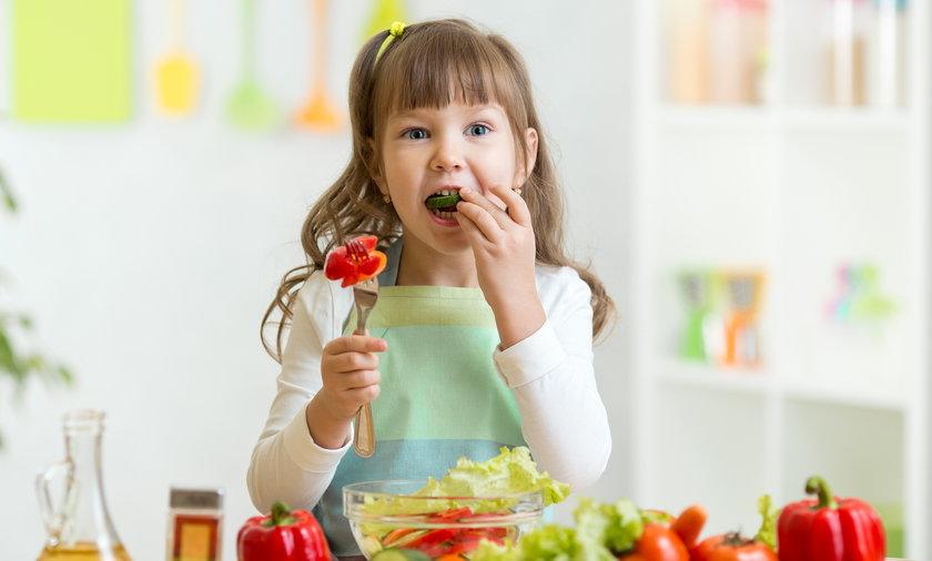 Warszawski radny chce wegańskich posiłków w żłobkach i przedszkolach.