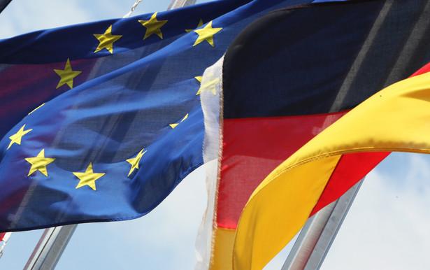 Flagi Niemiec i Unii europejskiej, fot. Chris Ratcliffe/Bloomberg