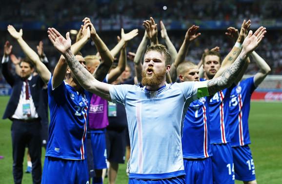 Fudbalska reprezentacija Islanda slavi istorijski trijumf nad Englezima